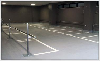 ピロティー駐車スペース