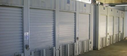 バイクガレージ個室タイプの駐車場です