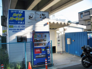 市川市香取2丁目の屋内・屋外型のバイク保管施設です