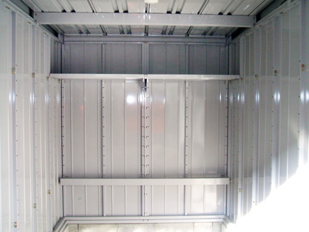 ガレージ内部 棚