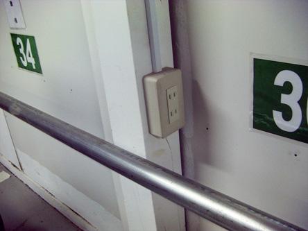 電気コンセント バッテリーの充電にどうぞ